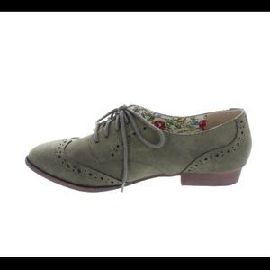 Pointe Boutique Shoes - Classic Oxford Flats in Olive